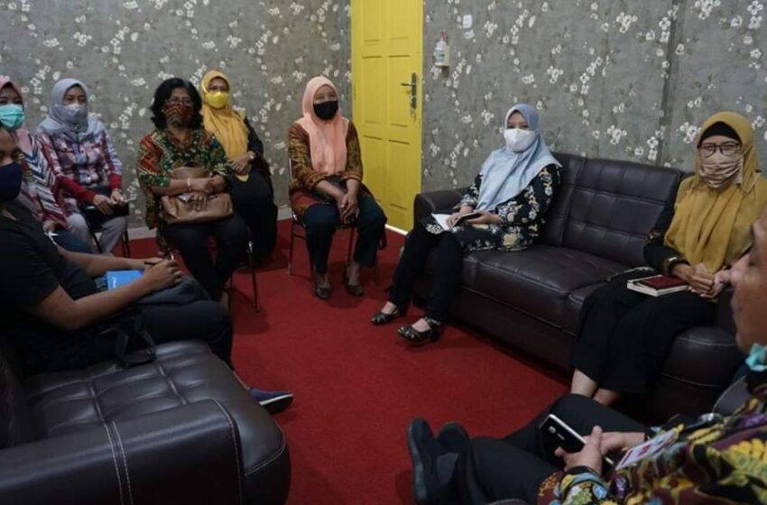 Kadis Kominfo Gelar Pertemuan dengan Komunitas Guru Belajar