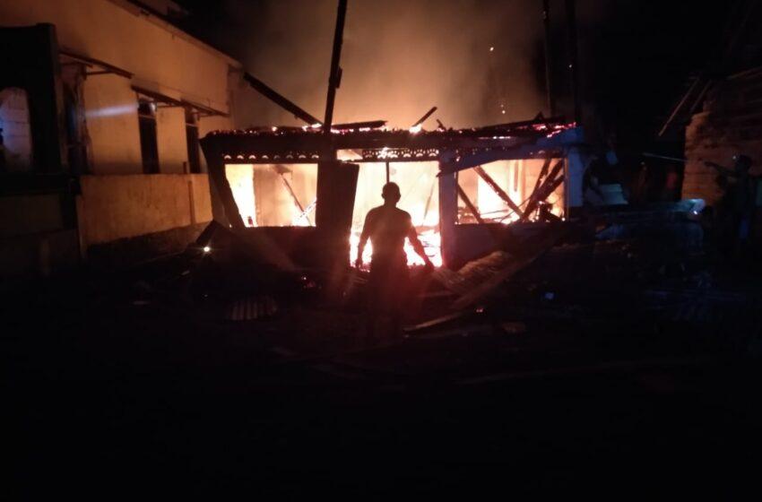 Diduga Karena Lampu Teplok, Rumah Nenek di Muratara Ludes Terbakar