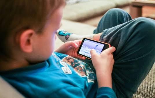 Berapa Jam Waktu Ideal Anak Gunakan Gadget Setiap Hari?