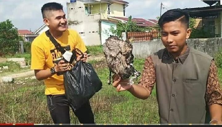 Youtuber Palembang Buat Prank, Bagi Daging Kurban Isi Sampah