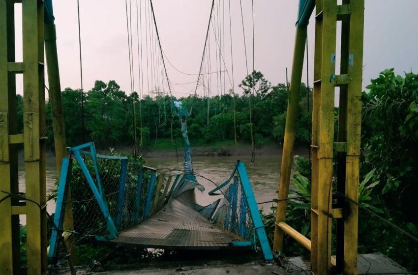 Jembatan Gantung Desa Semeteh Hancur Dihantam Puting Beliung