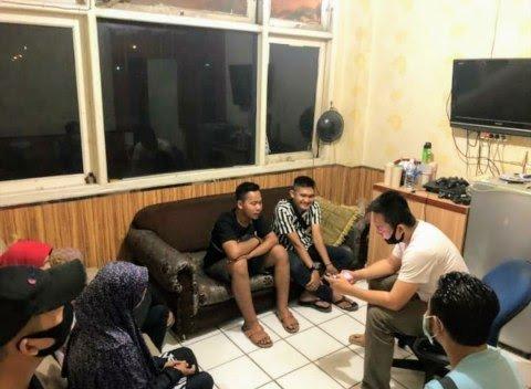 Polisi Tangkap Youtuber Palembang yang Prank Paket Daging Kurban Isi Sampah