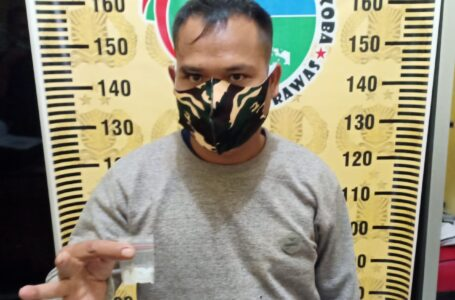 Dikejar Polisi, Pengendara Beat Buang Bungkusan Sabu