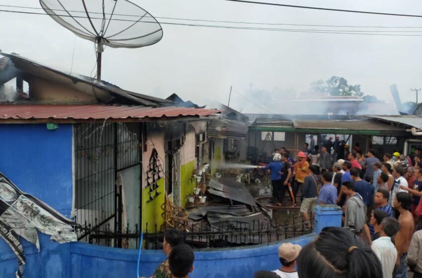 Rumah dan Bedeng Milik Mertua Mantan Kadisdik Ludes Terbakar